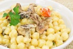 Gnocchi mit wilden Pilzen Stockbild