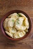 Gnocchi, riempiti di formaggio dell'agricoltore della ricotta Varenyky, vareniki, pierogi, pyrohy Immagini Stock Libere da Diritti