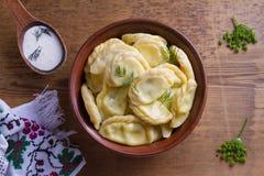 Gnocchi, riempiti di formaggio dell'agricoltore della ricotta Varenyky, vareniki, pierogi, pyrohy Immagine Stock Libera da Diritti
