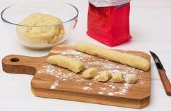 Gnocci lenten eggless della patata della pasta del rotolo immagine stock