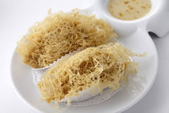 Gnocco fritto nel grasso bollente della radice di taro Immagini Stock