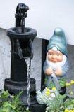 Gnome de jardin image stock