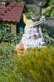 gnome del giardino di lampeggiamento Fotografia Stock