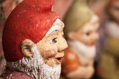 Gnomer i trädgården Arkivfoton