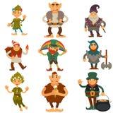 Gnomer ställa i skuggan eller symboler för tecken för älva- och trolltecknad film den magiska isolerade vektorn royaltyfri illustrationer