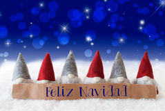 Gnomes, Bokeh bleu, étoiles, Feliz Navidad Means Merry Christmas Photographie stock libre de droits