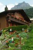 Gnomes dans un jardin d'Engelberg Photo libre de droits