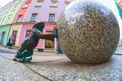 Gnomes en bronze pour des touristes Wroclaw Images libres de droits