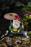 Gnomi in foresta con il fungo Fotografie Stock Libere da Diritti
