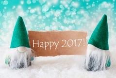 Gnomos de la turquesa con la tarjeta, 2017 feliz Imágenes de archivo libres de regalías
