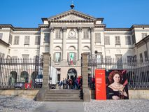 Goście blisko Accademia Kararyjskiego w Bergamo mieście zdjęcia stock