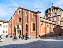 Goście zbliżają Kościelnego Santa Maria delle Grazie zdjęcia royalty free