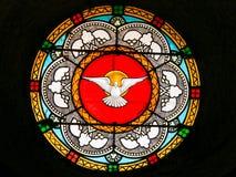 Gołąbka, Święty duch - witraż w Antibes kościół zdjęcie stock