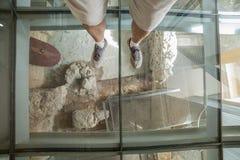 Gość nad szklaną podłoga Punic Ścienny interpretaci centrum Obraz Royalty Free