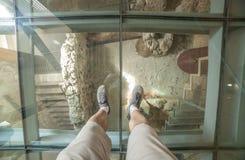 Gość nad szklaną podłoga Punic Ścienny interpretaci centrum Zdjęcie Royalty Free