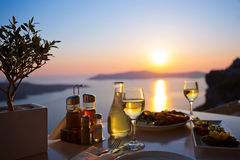 Gość restauracji dla dwa i denny zmierzch Obrazy Royalty Free