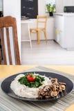Gość restauracji - makaron z pieczarkami i szpinakiem Zdjęcia Royalty Free