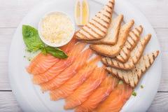 Gość restauracji z pokrojonym łososiem Obrazy Royalty Free