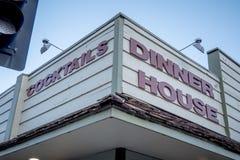 Gościa restauracji dom przy Samotną sosną MARZEC 29, 2019 - SAMOTNY SOSNOWY CA, usa - fotografia stock