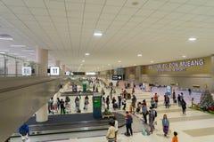 Goście chodzi wokoło Przyjazdowego Hall w Don Mueang zawody międzynarodowi Obraz Stock