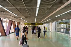 Goście chodzi wokoło Przyjazdowego Hall w Don Mueang zawody międzynarodowi Zdjęcia Stock