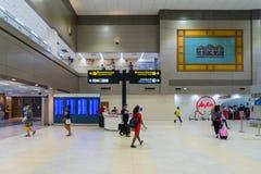 Goście chodzi wokoło Wyjściowego Hall w Don Mueang zawody międzynarodowi Zdjęcia Stock
