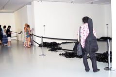 Goście przy sztuki współczesnej wystawą Zdjęcia Stock