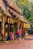 Goście przy Watem Phra Singh w Chiang Mai prowincji, Tajlandia zdjęcie royalty free