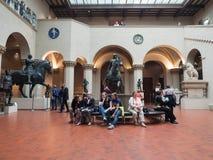 Goście w Pushkin stanu muzeum sztuki piękna, Moskwa, Rosja Zdjęcie Stock