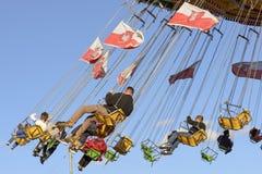 Goście na szybkim carousel przy Oktoberfest, Stuttgart Fotografia Royalty Free