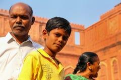 Goście stoi w podwórzu Jahangiri Mahal w Agra Fo Obraz Stock