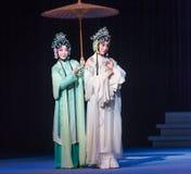 """Go que hace turismo en el  blanco de Opera""""Madame Snake†del lago-Kunqu del oeste Fotos de archivo"""