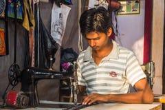 GOA, ΙΝΔΊΑ - 1 ΜΑΡΤΊΟΥ: Κύριος δρόμος Arambol την 1η Μαρτίου 2017, Goa Στοκ Φωτογραφίες