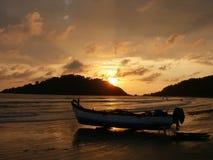 Goa : Bateau de pêche sur la plage Photo stock