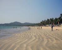 GOA, INDE - 31 JANVIER 2014 : Vacances, vendeuses, caf? sur la plage tropicale Palolem photographie stock libre de droits