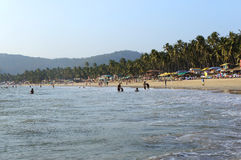 GOA, INDIA - 27 FEBBRAIO 2014: locali e turista Fotografie Stock Libere da Diritti