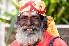 Goa, India - Januari 2008 - het Glimlachen portret van een Indische sadhu, heilige mens Royalty-vrije Stock Foto's
