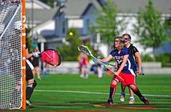 Goalie das meninas da juventude do Lacrosse Fotos de Stock