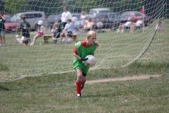 Goalie do futebol da juventude na ação Imagens de Stock Royalty Free