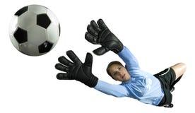 Goalie do futebol que salta para a esfera fotografia de stock