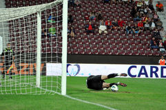 Goalkeeper defends penalty Royalty Free Stock Images