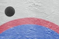 Goalmouth i hokejowy krążek hokojowy Fotografia Royalty Free