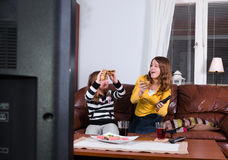Gobble eating in front of tv Royalty Free Stock Photos