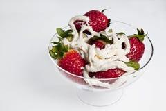 Gobelet de fraises Photo stock