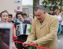 Gobernador de la región A de Leningrad Y Drozdenko en el festival 89.o cumpleaños Ciudad de Slantsy imagen de archivo libre de regalías