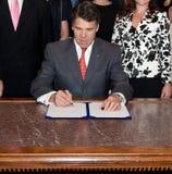 Gobernador Rick Perry, legislación de firma de Tejas Imagen de archivo