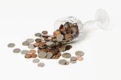 goblet κρυστάλλου νομισμάτων που ανατρέπεται Στοκ Φωτογραφίες