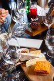 goblet δοκιμάζοντας κρασί χεριών Στοκ Εικόνα