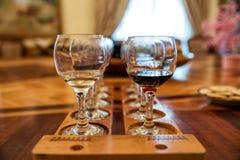 goblet δοκιμάζοντας κρασί χεριών Στοκ φωτογραφία με δικαίωμα ελεύθερης χρήσης