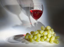 Goblet red wine, white grape Stock Photography